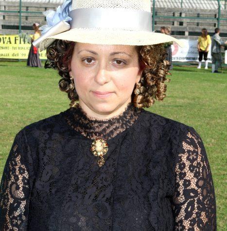 CONSEGNA DEL RITRATTO ALLA MADRINA VINCITRICE DEL CONCORSO DEDICATO ALL'ABITO PIU' ATTINENTE